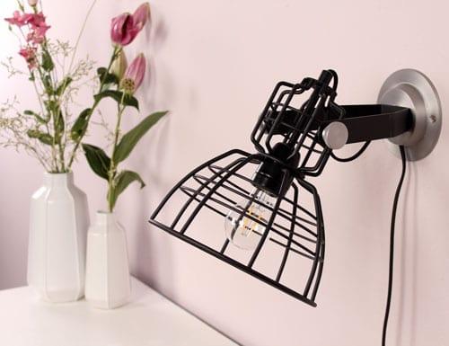 Draadlampje-wand-hoofdfoto-Anne-Lighting-zwart-uniek