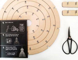Bouwpakket-lichtlab-houten-lamp