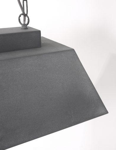 Stoere-langwerpige-hanglamp-eettafel