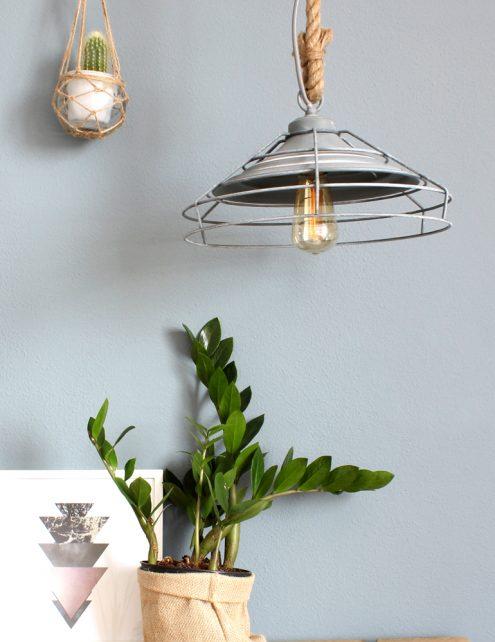 beton-grijs-lamp-met-draad