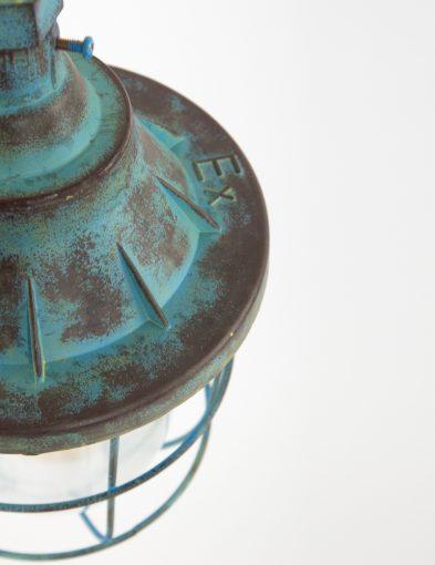 blauwe-fabriekslamp-quarry-scheepslamp-verweerd