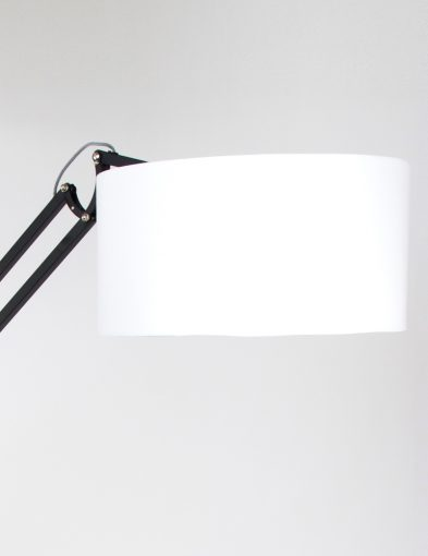 bronq-newton-robuuste-vloerlamp-industrieel_1