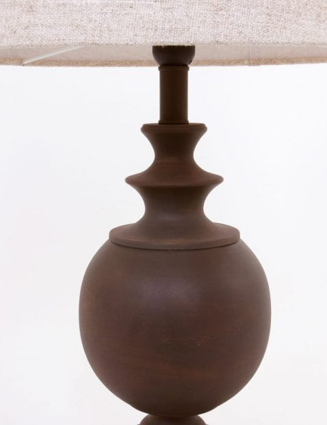 bruine-voet-beige-kap-landelijke-tafellamp_2