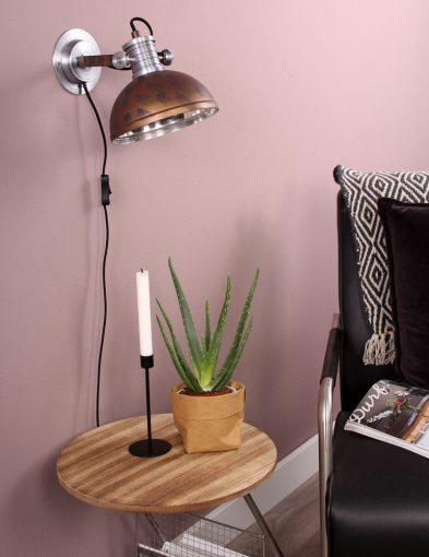 bruine-wandlamp