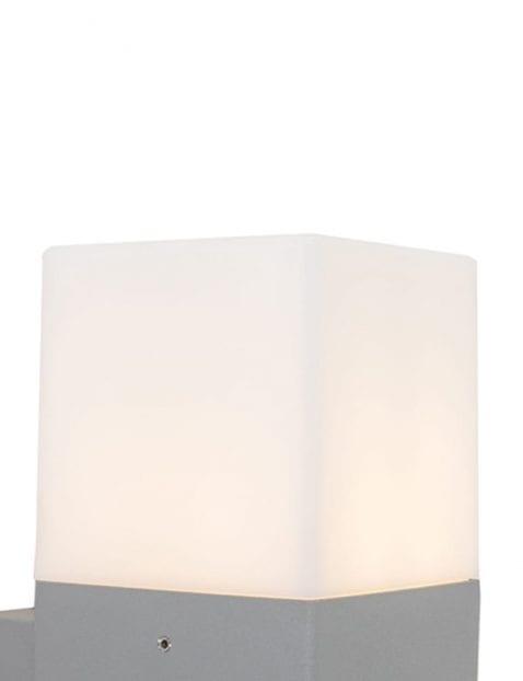 buitenlampje-grijs-modern-details