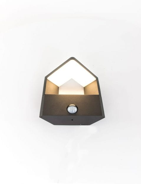 buitenlampje-zwart-modern-aan-uit-knop