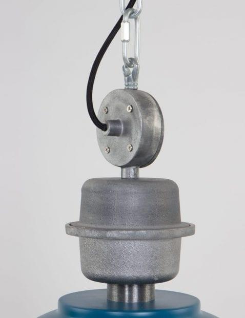 detail-bikkel-fabriekslamp