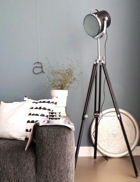 Moderne driepoot vloerlamp Mexlite Tribus zwart