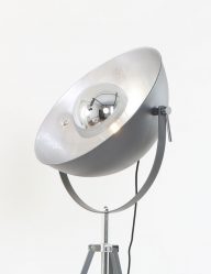 driepoot vloerlamp zilver grijs
