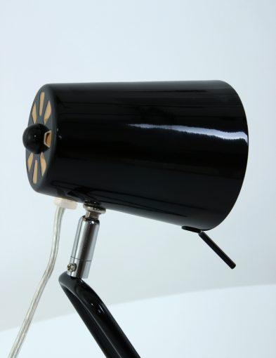 glanzende-zwarte-tafellamp-met-zilveren-details