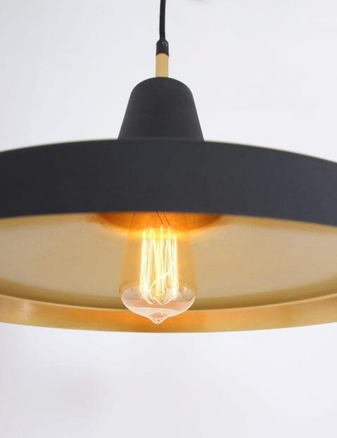 gouden-binnenzijde-zwarte-hanglamp-stoer_1
