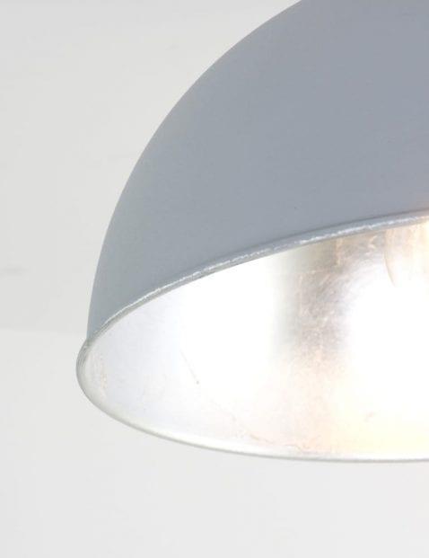 grijs-met-zilveren-plafondlamp-modern
