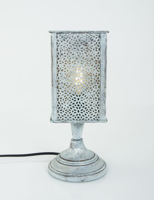 grijs-tafellampje-gaatjes_1