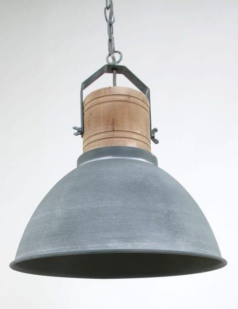 grijs-verweerd-met-houten-lamp_2
