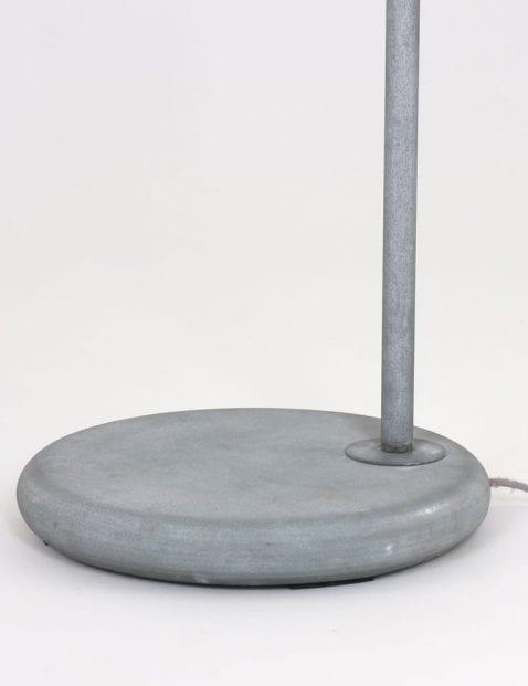 grijskleurige-vloerlamp-industrieel_1