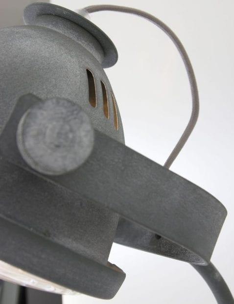 grijskleurige-wandlamp-stoer_1_1
