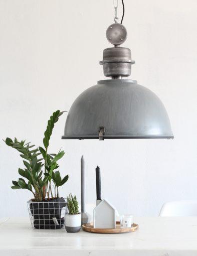grijze-grote-hanglamp