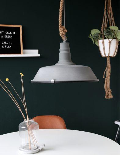 grijze-hanglamp-met-touw
