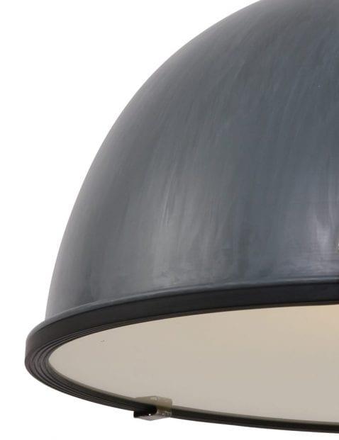 grijze-industrielamp-groot-eettafellamp