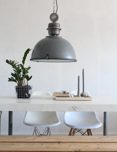 grijze-industriele-lamp