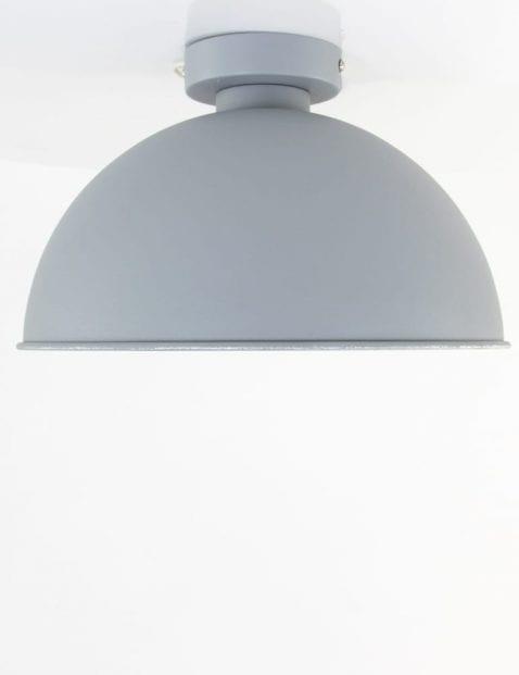 grijze-lamp-plafond-zilveren-binnenkant