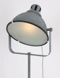 grijze-staande-lamp-driepoot-beton_1
