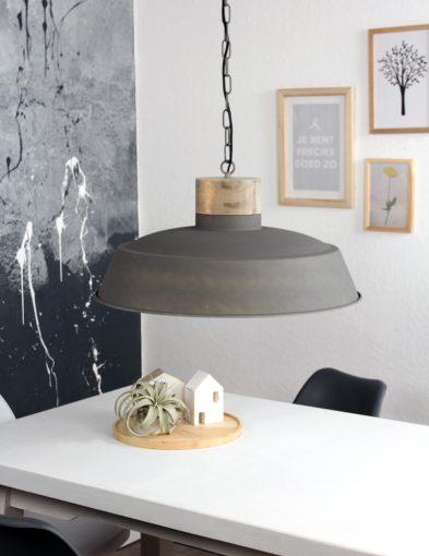 grote-eettafellamp-landelijk-grijs-met-hout