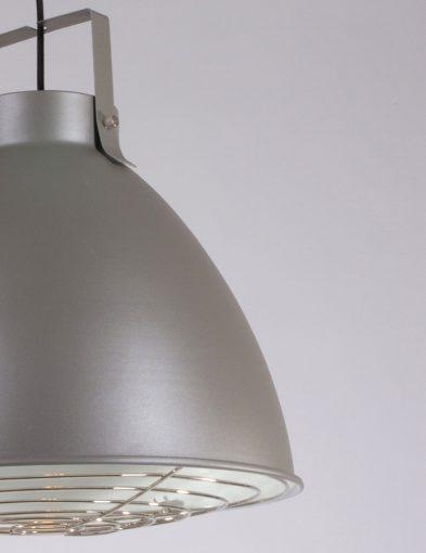 grote-grijze-hanglamp-beugel-stoer