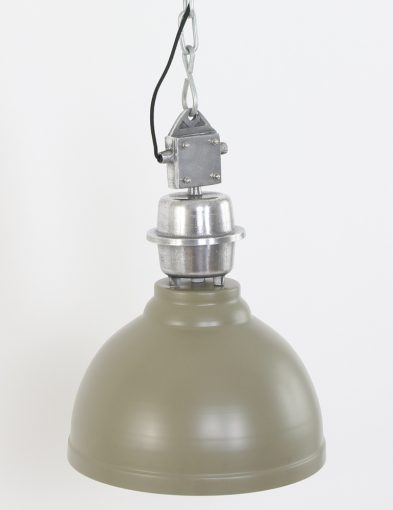 grote-industriele-eettafellamp-sfeervol