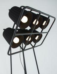 grote-vloerlamp-zeslichts-industrieel-zwart_1