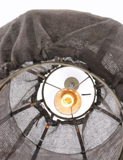 hanglamp_metaal_en_een_doek_van_stof