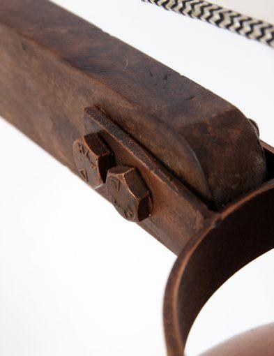 houten-bureaulamp-met-koperen-details
