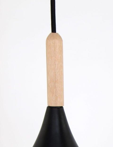 houten-opzetstukje-mat-zwarte-hanglamp-scandinavisch