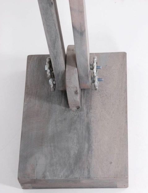 houten_vloerlamp_met_metalen_kap