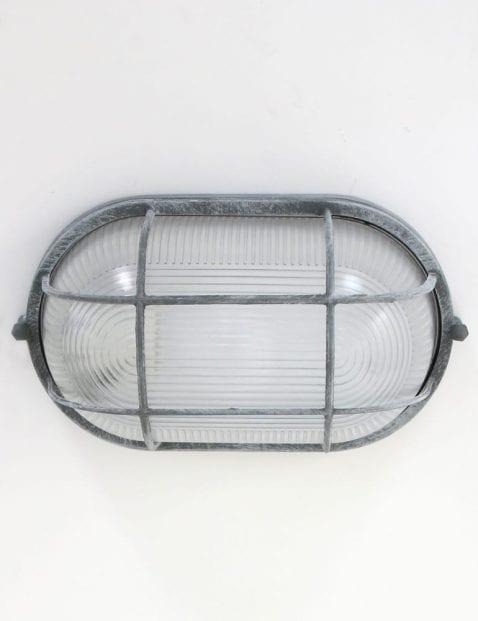 industriele-verweerde-wandlamp-grijs-betonlook