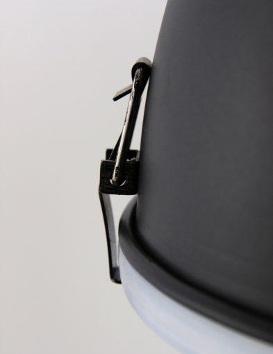 klemlamp-fabriekslamp-klein-zwart