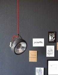 koplamp-hanglamp-grijs-met-roodsnoer
