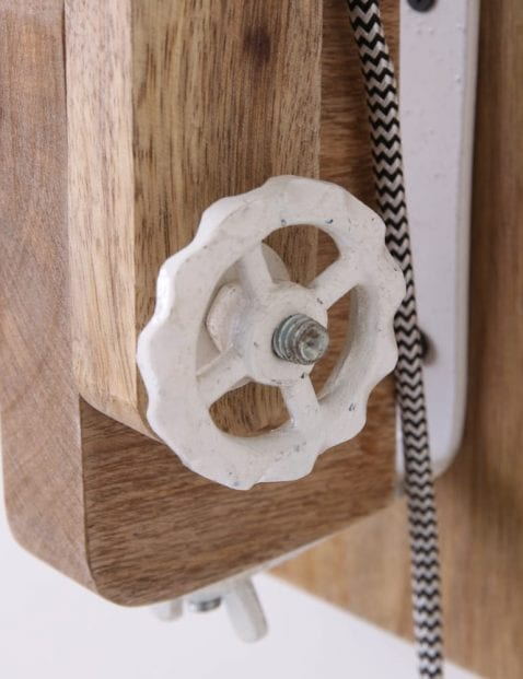 landelijke-grote-wandlamp-met-hout
