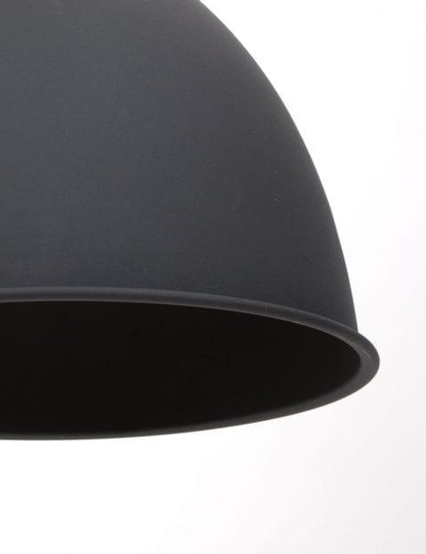 mat-zwarte-grote-hanglamp
