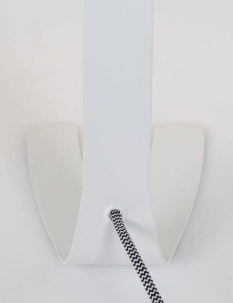 moderne-witte-tafellamp-met-opvallend-snoer_1