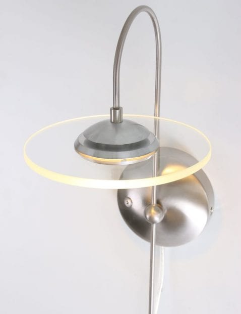 moderne_staalkleurige_wandlamp