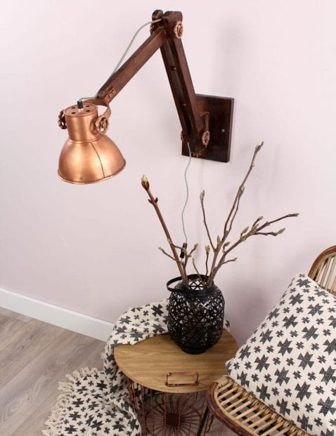 praktische-wandlamp-koperkleurig