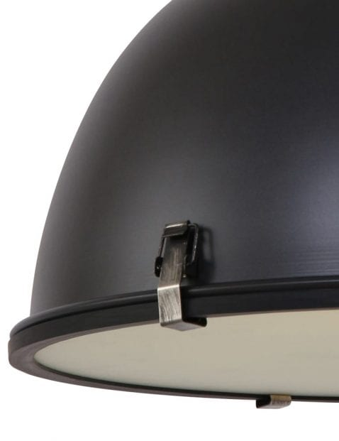 robuuste-eettafellamp-stoer-zwart