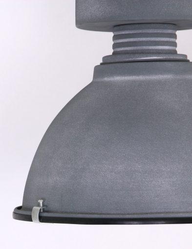 robuuste-grijze-plafondlamp