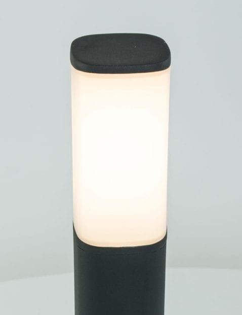 schemerlamp-buiten-staande-tuinlamp