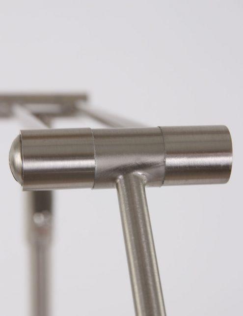 staalkleurige-vloerlamp-kantelbaar