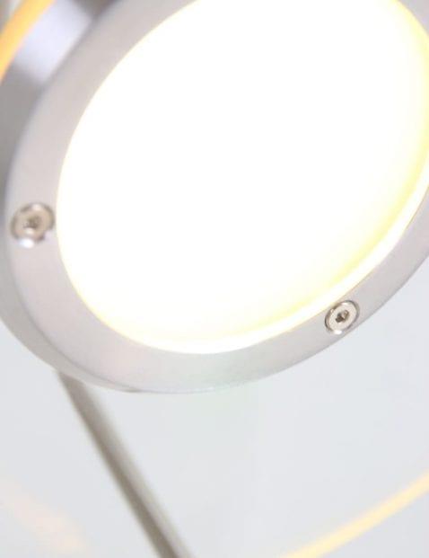 stalen_wandlamp_met_modern_design