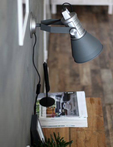 stoere antraciet kleurige wandlamp brusk