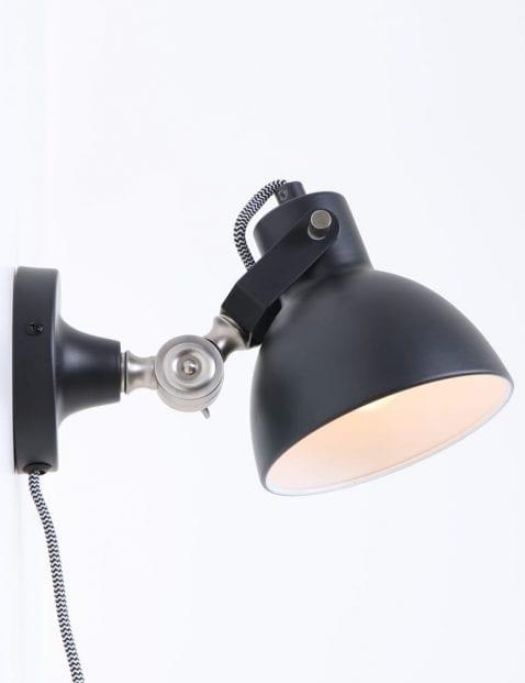 stoere-wandlamp-zwart_1