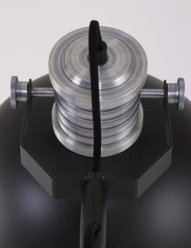 stoere-zwarte-staande-lamp-verstelbaar